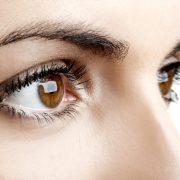 Jaskra to podstępna choroba, której objawy mogą zostać niezauważone. Poznaj mechanizm jej powstawania