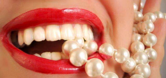 Domowe sposoby na białe zęby